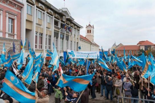 Sekelistan_otonomi2012